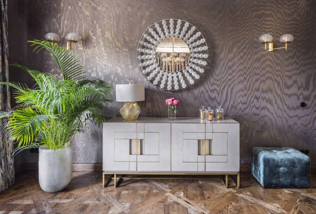 Bunte oder farbige Tapeten können auch mit hellen Möbeln kombiniert werden, um für eine veränderte Wirkung zu sorgen