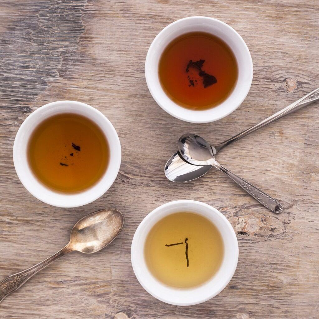 Tee hilft bei Macken im Holz