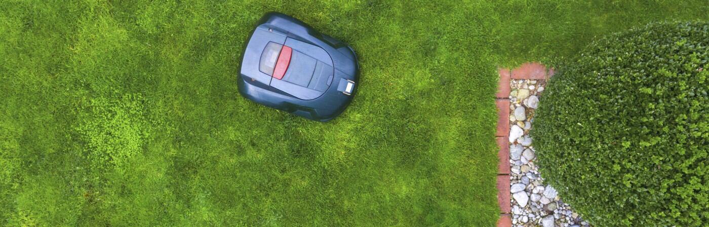 Ein Rasenmäherroboter