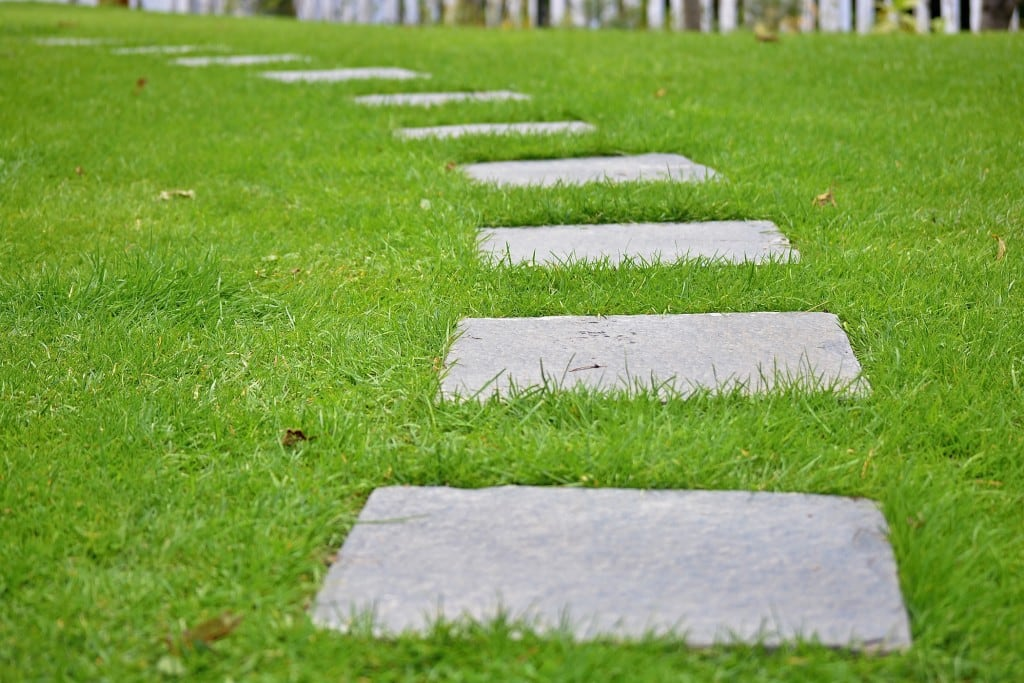 Gehwegplatten im Garten