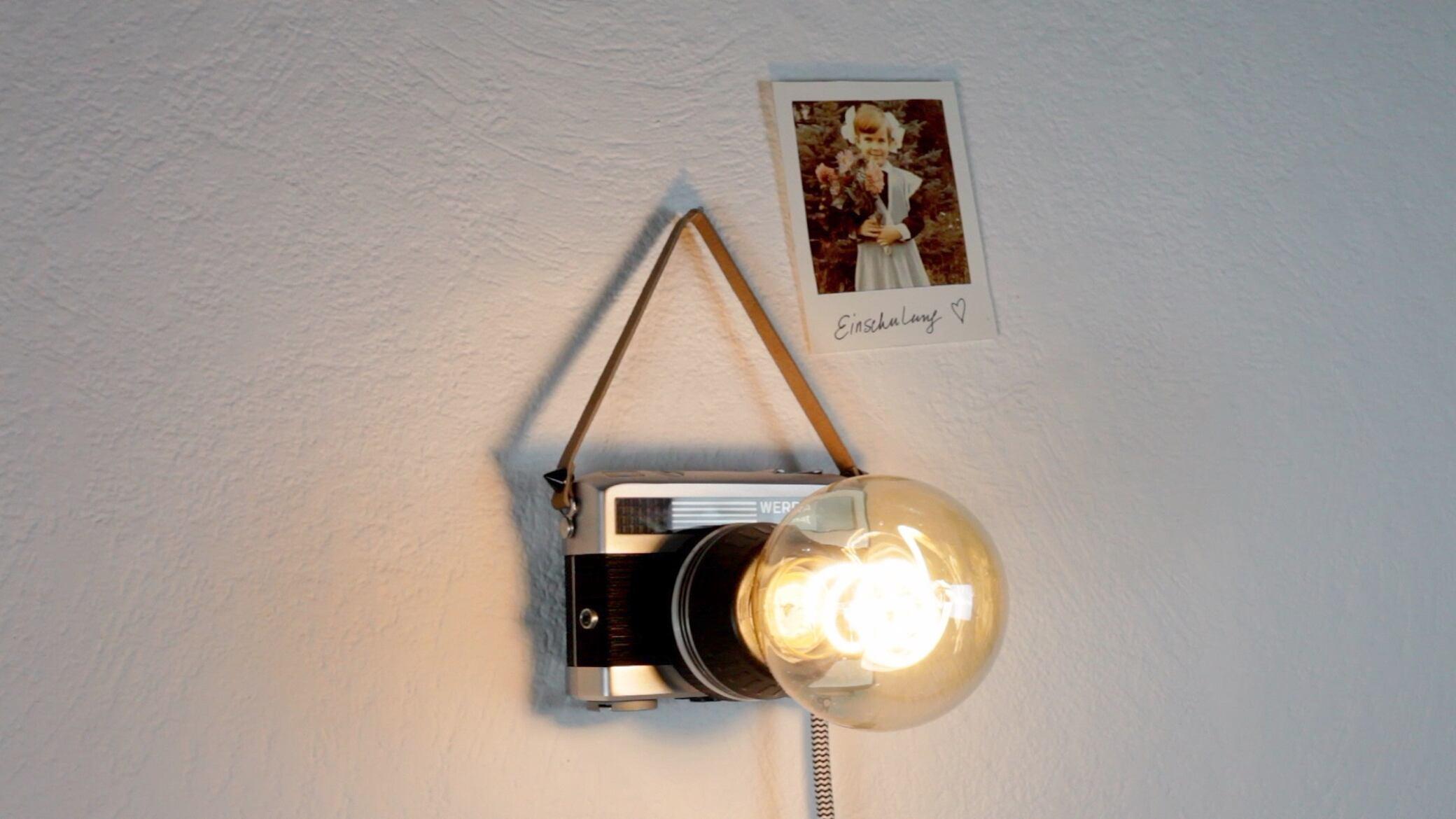 Wie Sie aus einer alten Kamera eine DIY-Wandlampe basteln