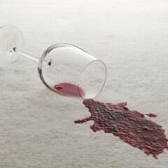 Mit einfachen Tricks kann man hartnäckige Flecken aus Teppichböden entfernen