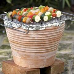 DIY-Grill aus einem Blumentopf