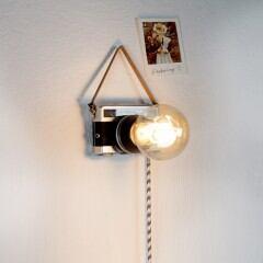 So basteln SIe aus einer alten Kamera eine Lampe