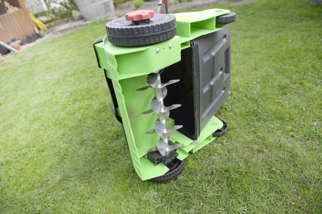 Schaffen Sie mit einem Rasenlüfter Freiheit für die Graswurzeln - myHOMEBOOK