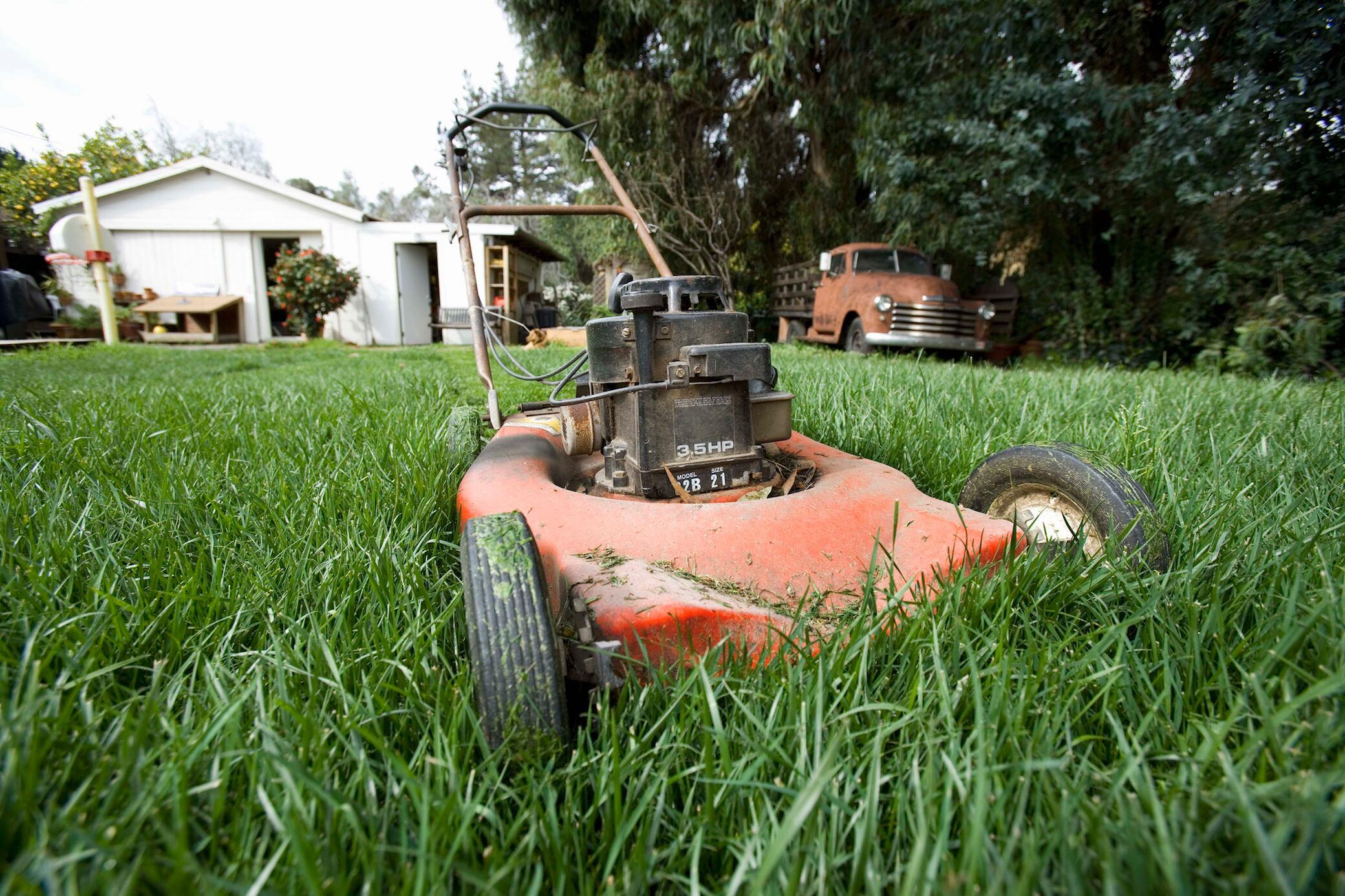 Rasenmäher springt nicht an? 7 mögliche Ursachen
