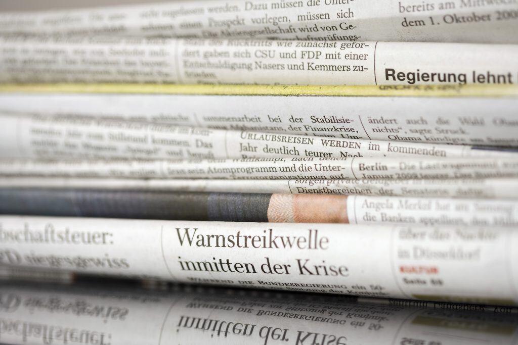 Werfen Sie ihr altes Zeitungspapier nicht weg, sondern benutzen Sie es als Reinigungspapier