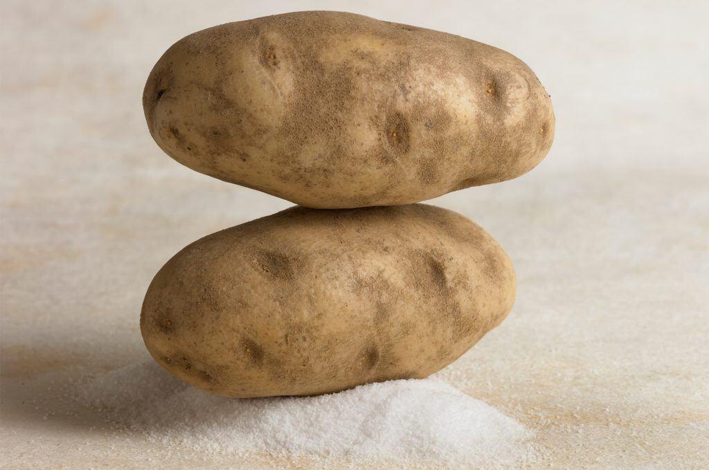 Kartoffeln sind wahre Alltagshelfer - sie reinigen, imprägnieren und schützen vor weitern Verklebungen