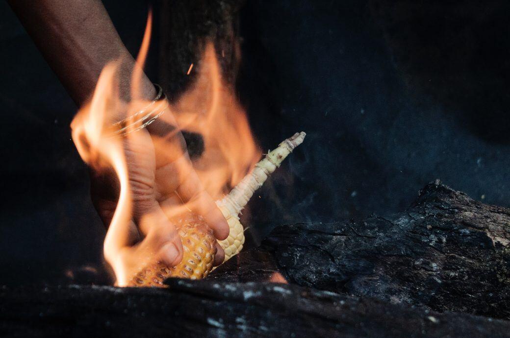 Maiskolben sind eine biologische Alternative zu Holzkohle