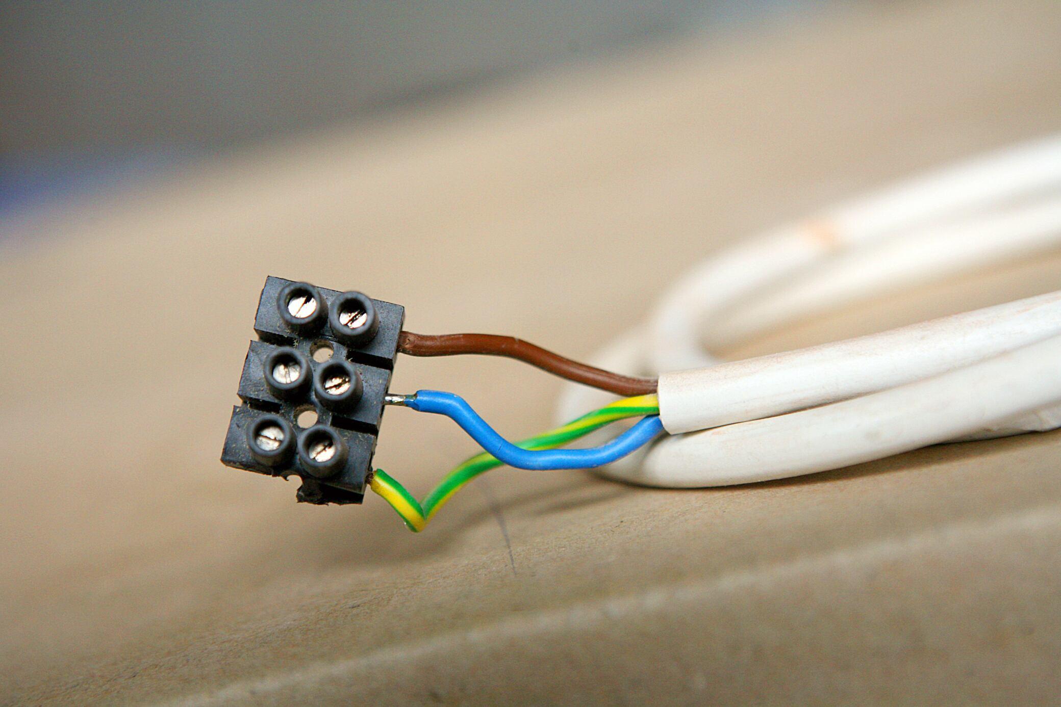 Farben beim Stromkabel: Was sie bedeuten - myHOMEBOOK