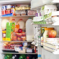 Wenn Ihr Kühlschrank stinkt, helfen diese Hausmittel und Reinigungs-Tipps