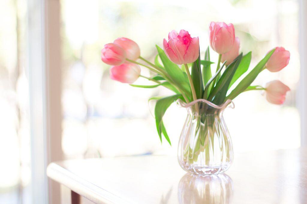 Tulpenstrauß in Blumenvase