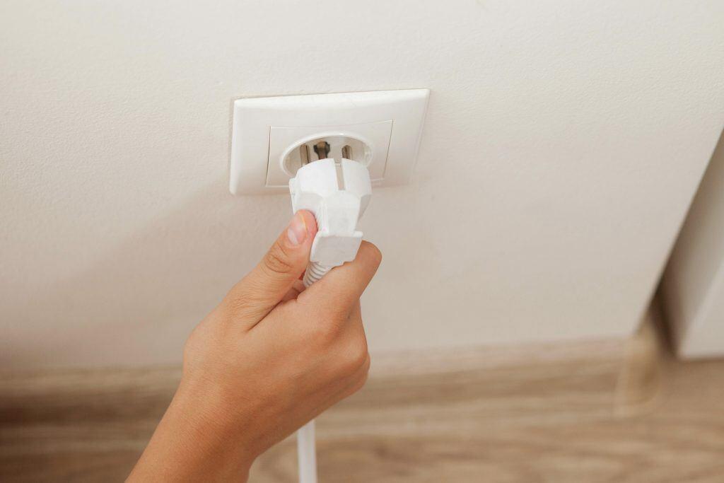 Auch während eines Urlaubs zu Hause Energie sparen