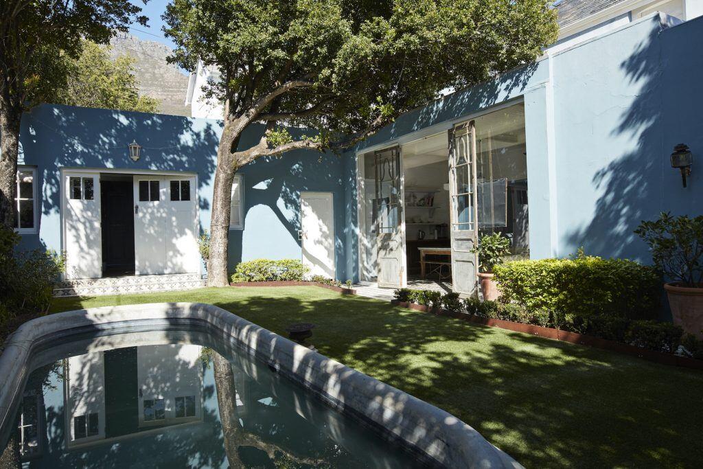 Eine Variante für einen Pool im Garten ist ein eingelassener