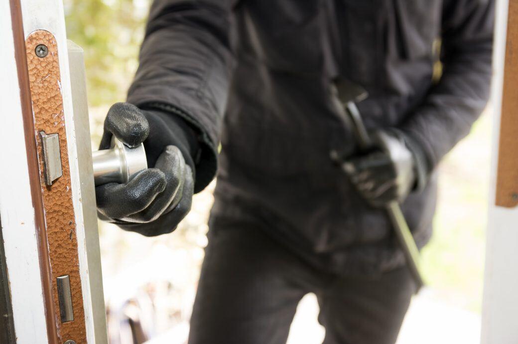Wie man mit Licht und Alarmsignalen Einbrecher abschrecken kann