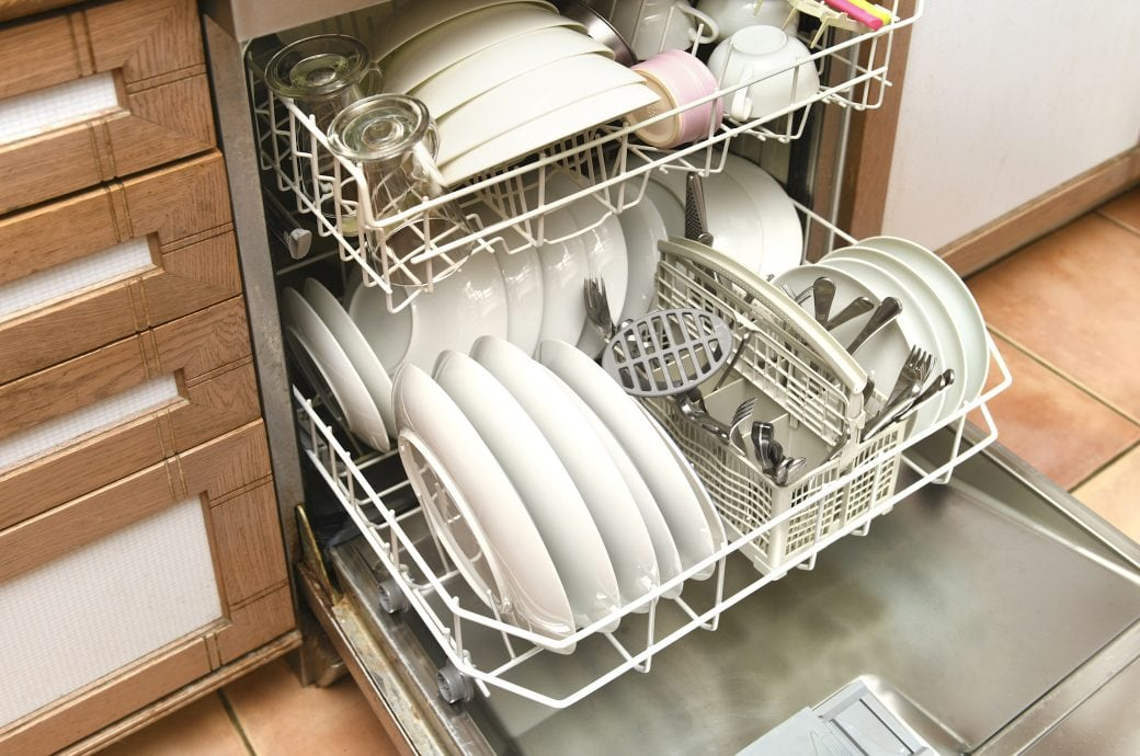 Muss man bei der Spülmaschine die Wasserhärte einstellen?