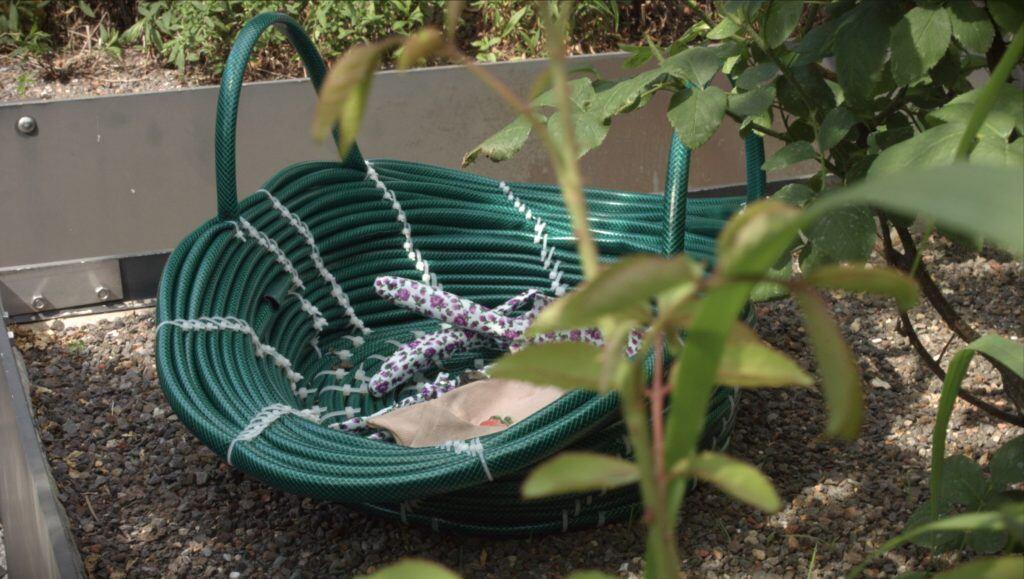 Schauen Sie mal, was man aus einem alten Gartenschlauch Tolles basteln kann