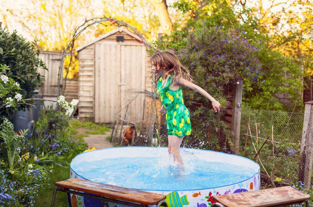 Darf man Poolwasser im Garten entsorgen und damit seine Pflanzen gießen?