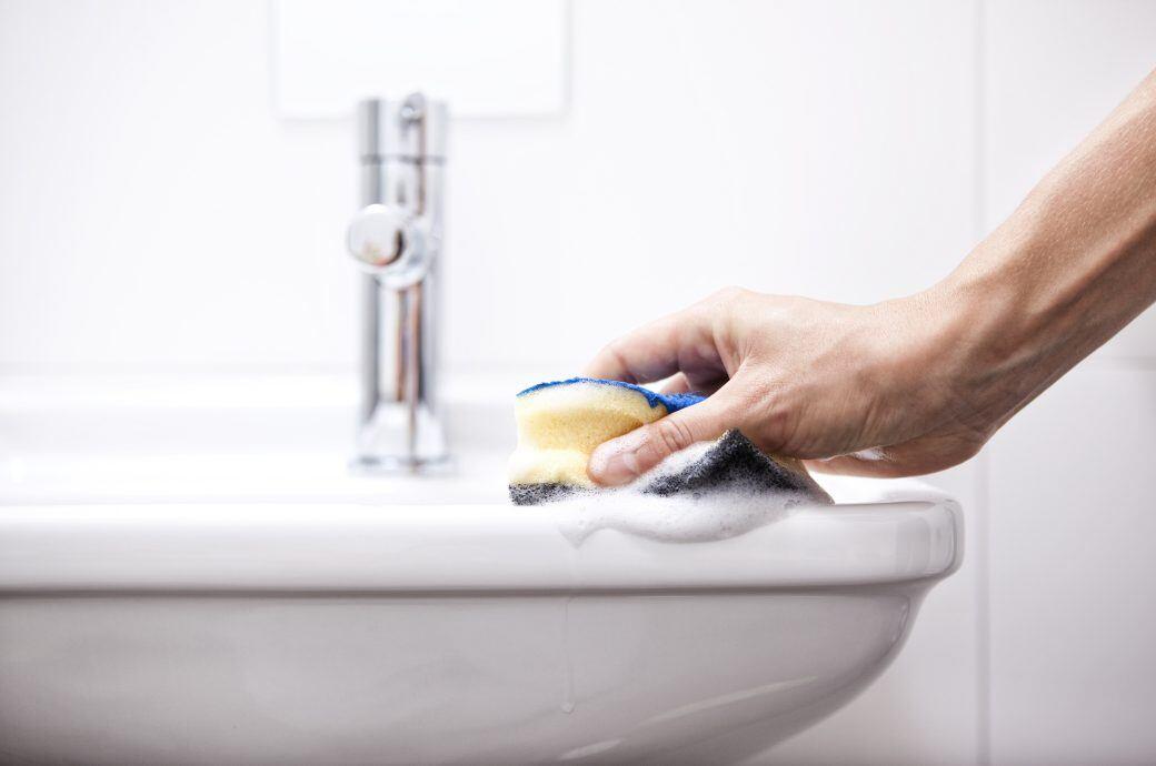 Muss man Reinigungsmittel einwirken lassen und wenn ja, wie lange?