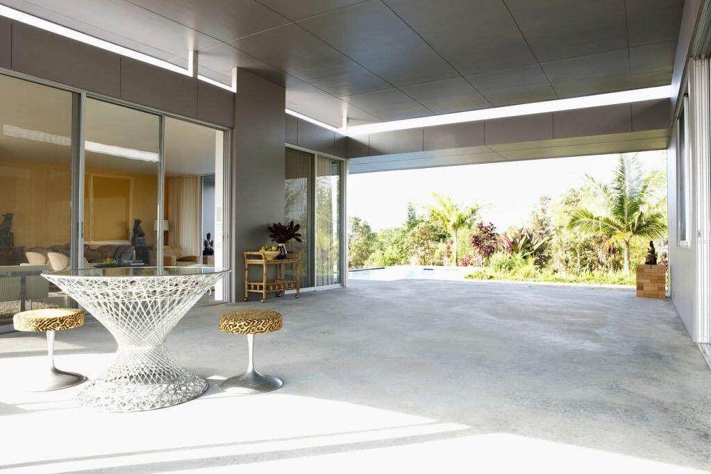 Eine Terrassen-Variante, die sowohl drinnen als auch draußen ist