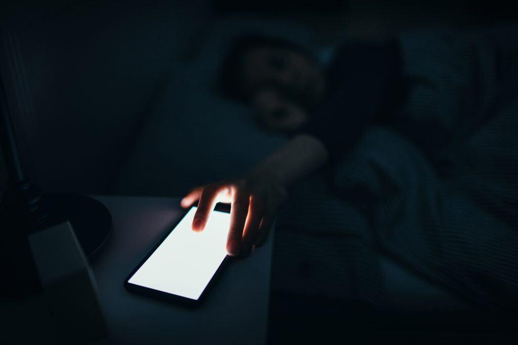 Besser kein Smartphone im Schlafzimmer