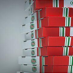 Ein Stapel Pizzaschachteln