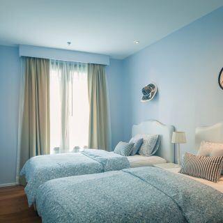 EIn Schlafzimmer mit Klimaanlage