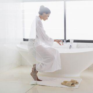 Badewanne weiß bekommen: Mit diesen Hausmitteln funktioniert es