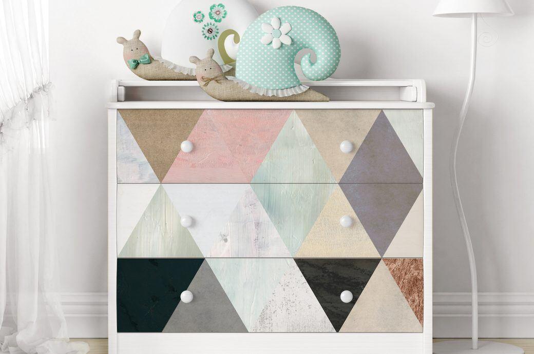 Klebefolie für Möbel ohne Blasen anbringen - myHOMEBOOK