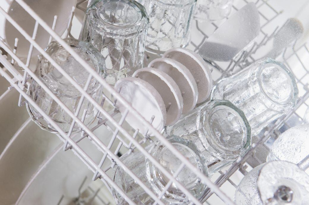 Daran liegt es, dass Gläser in der Spülmaschine trüb werden