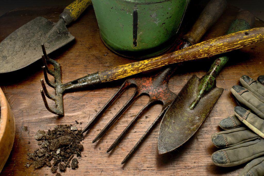 Gartenwerkzeug und Geräte überwintern