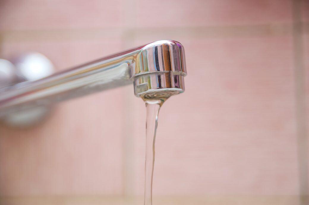 In wenigen Schritten den Strahlregler am Wasserhahn reinigen