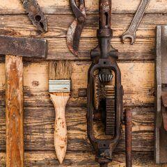 In einem Inserat bei eBay-Kleinanzeigen wird altes Werkzeug gesucht