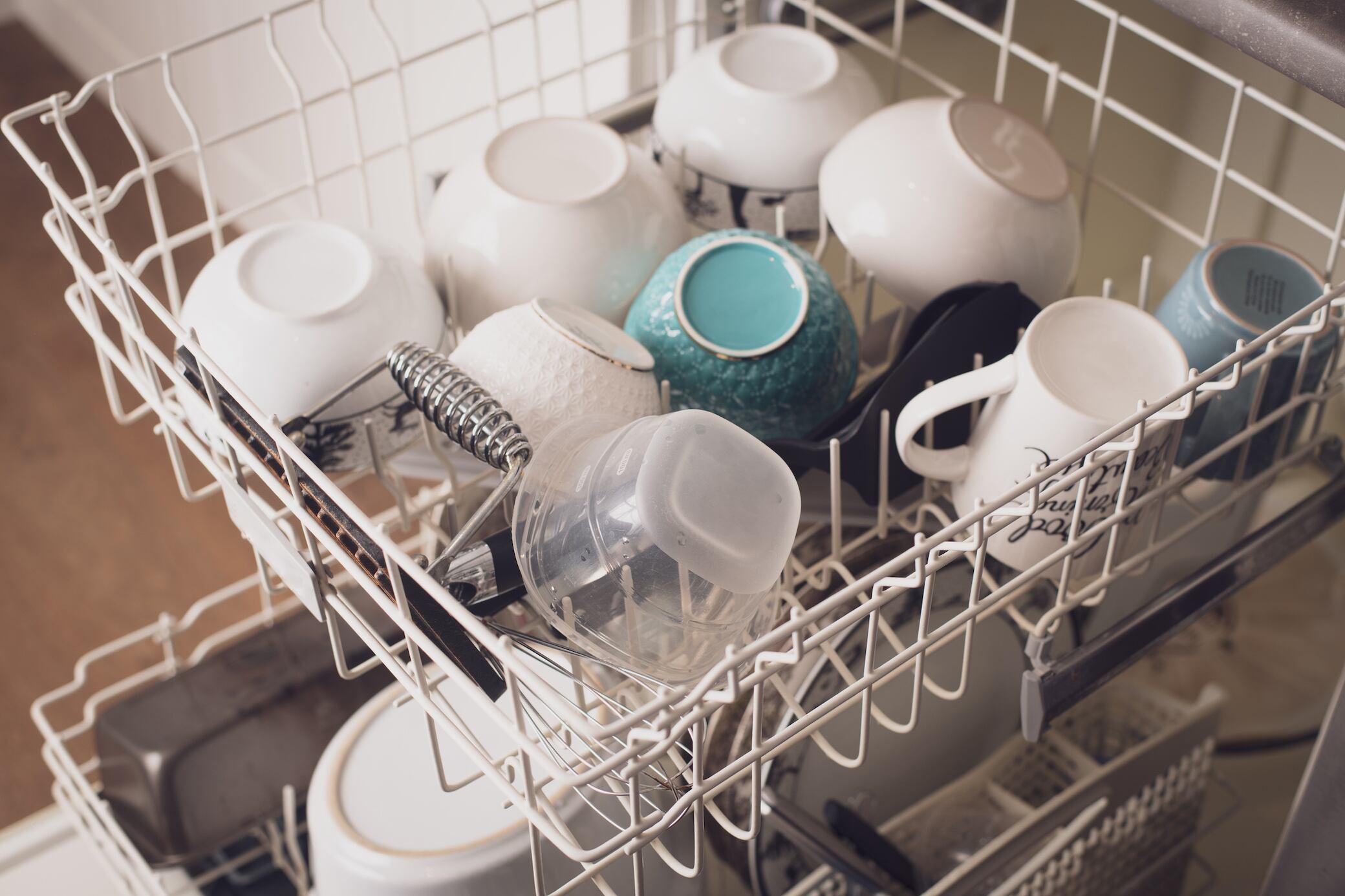 Die Spülmaschine in 5 Schritten reinigen