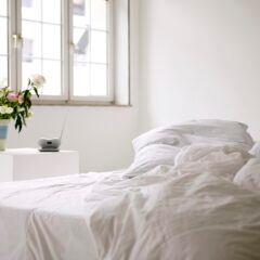 Mit diesem Trick sollen sich Bettdecken schnell und einfach beziehen lassen