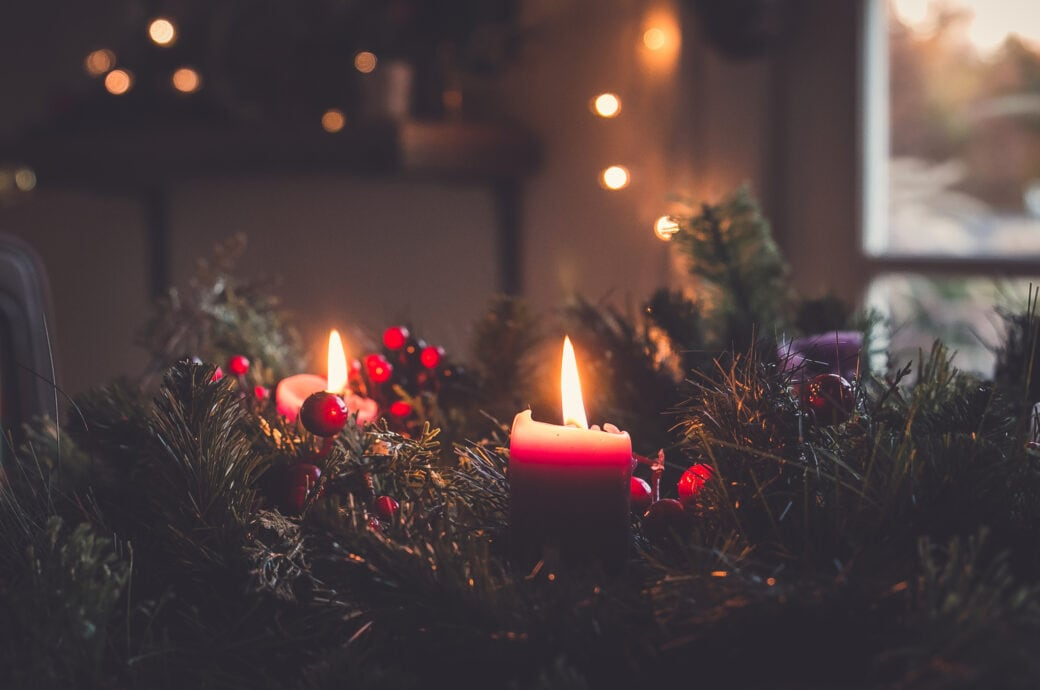 Adventskranz länger frisch halten – so geht's