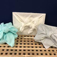 Geschenke auf japanische Furoshiki-Art verpacken