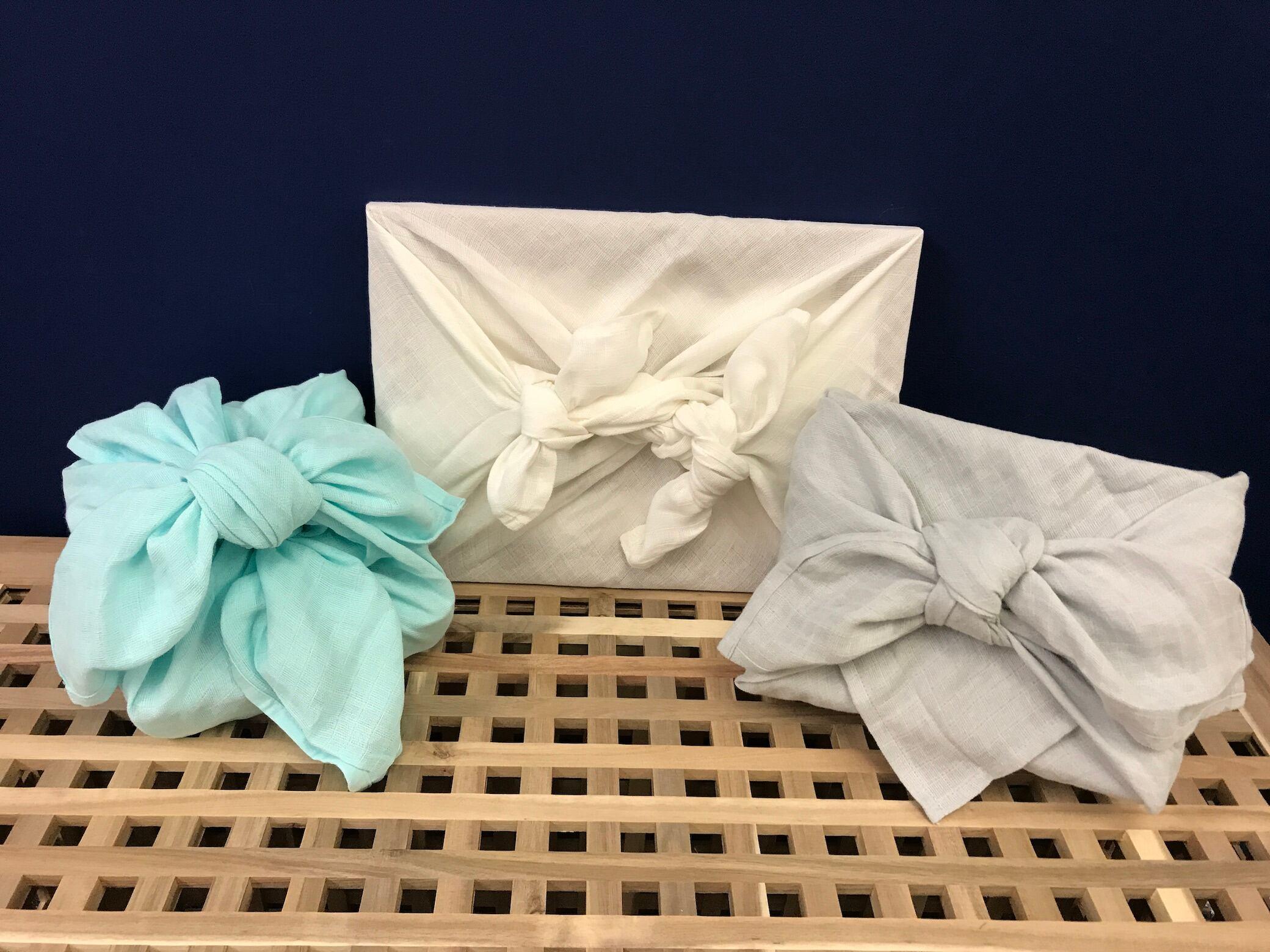 """So verpacken Sie Geschenke mit der """"Furoshiki""""-Technik"""