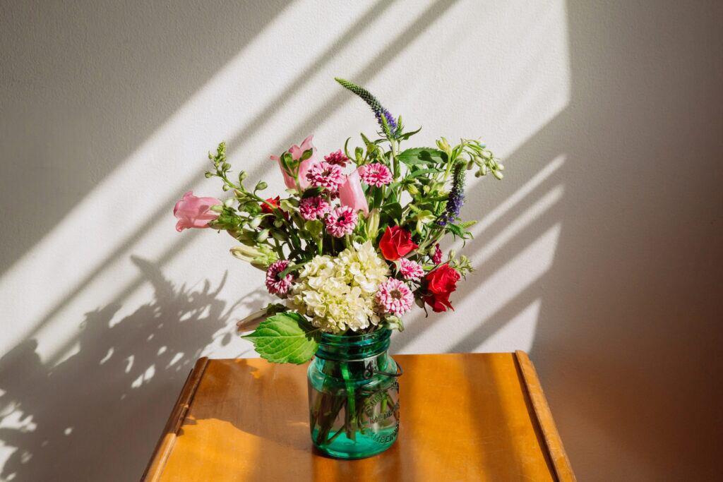 Blumen bleiben länger frisch mit einer Prise Salz im Wasser