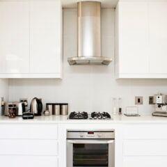 Dunstabzugshaube mit Hausmitteln reinigen – so geht es richtig