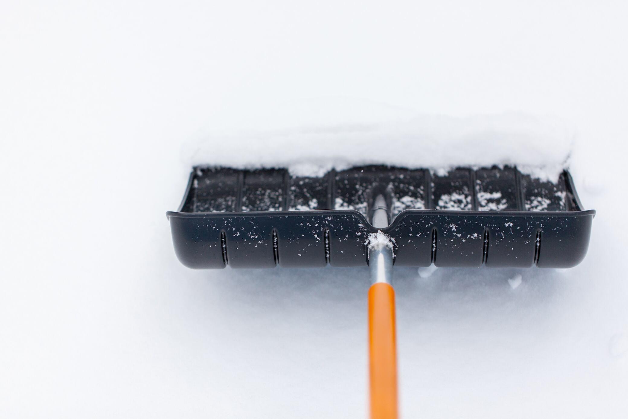 Diese 8 Tipps erleichtern das Schneeschaufeln