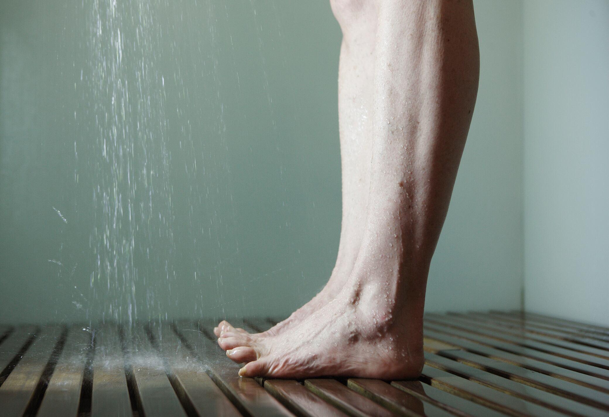 Darf man in die Dusche pinkeln?
