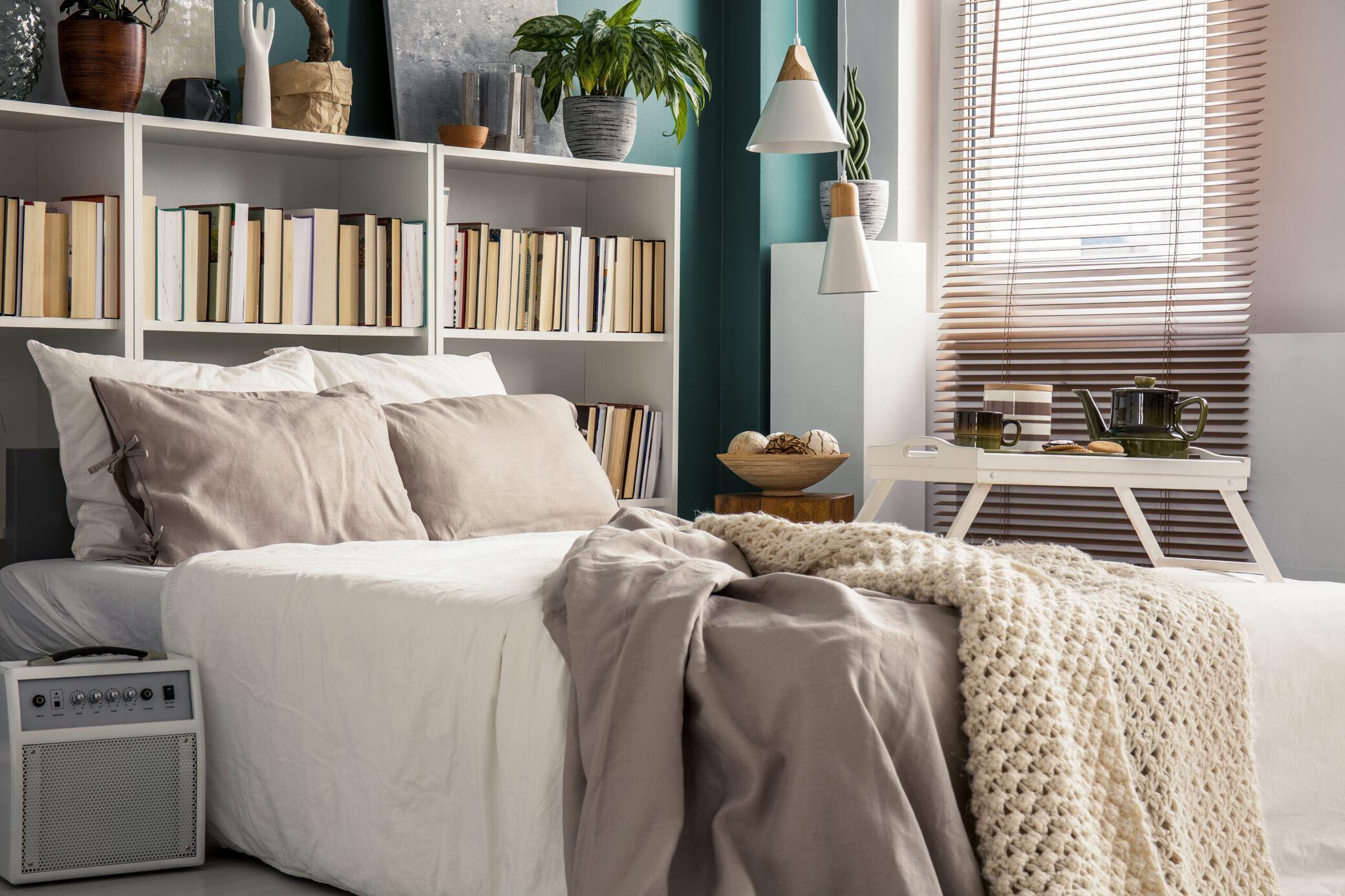 Zu wenig Platz? Mit diesen 7 Tipps vergrößern Sie Ihr kleines Schlafzimmer
