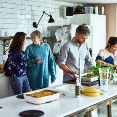 Interior Designerin gibt Tipps, wie man eine Wohnküche richtig einrichtet