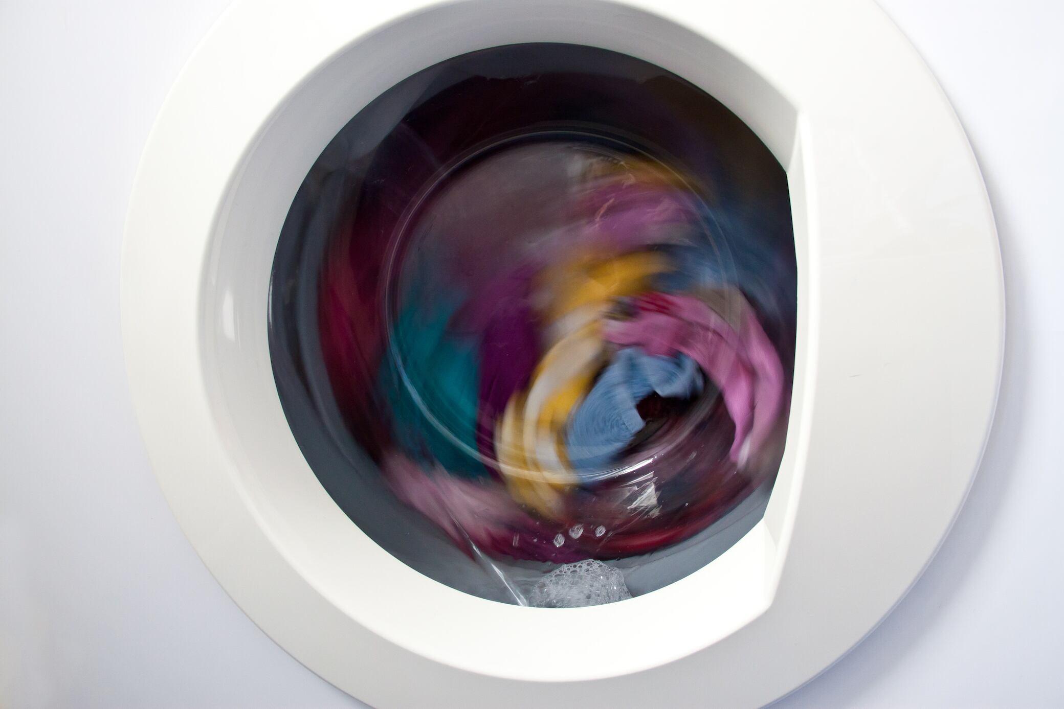 Waschmaschine wackelt stark beim Schleudern? Daran kann es liegen