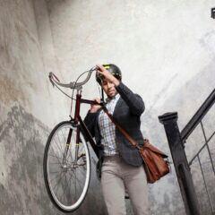 Da man das Fahrrad laut Vermieter nicht überall abstellen darf, lagern es viele Mieter in der Wohnung – und tragen es durch das Treppenhaus
