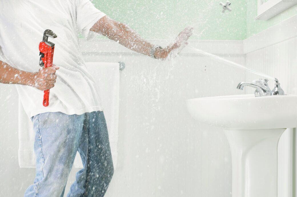 Sicherheit geht vor: Beim Reparieren einer Armatur sollte man zuvor das Wasser abdrehen