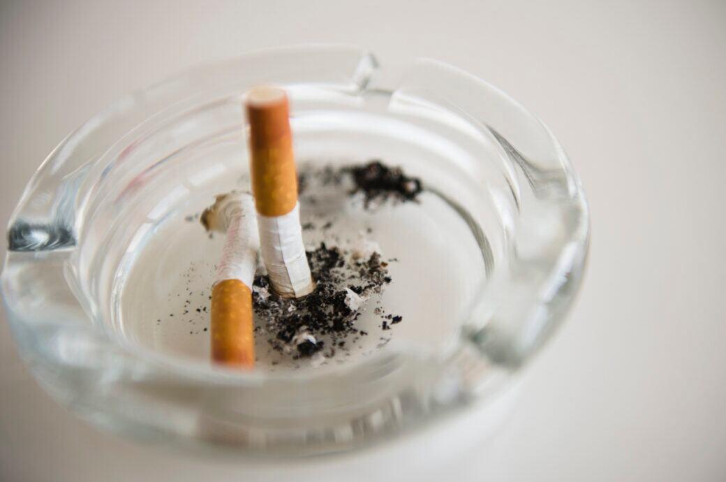 Rauchgeruch in der Wohnung ohne Chemie entfernen