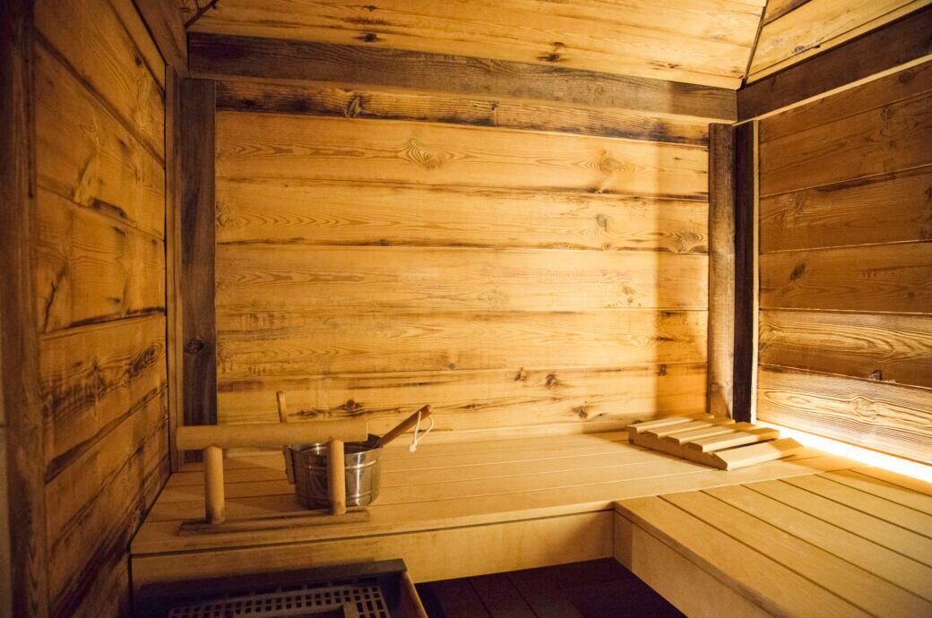 Möchte man sich eine Sauna für Zuhause einrichten, kommt es auf die richtige Planung an