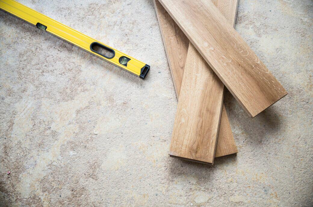 Holzfußboden ohne Holz dank Vinyl-Platten